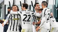 Para pemain Juventus merayakan gol yang dicetak Alvaro Morata dalam laga kontra Spezia pada giornata 25 Serie A, Rabu (3/3/2021) dini hari WIB. Juventus menang 3-0 dalam pertandingan ini. (Isabella BONOTTO / AFP)