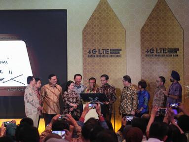 Presiden Joko Widodo meresmikan  internet cepat 4G-LTE secara nasional di Jakarta, Jumat (11/10). Dengan tema Revolusi Digital Layanan 4G-LTE dapat dinikmati secara nasional di semua provaider yang berada di Indonesia. (Liputan6.com/Angga Yuniar)