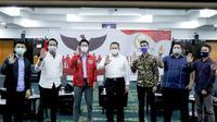 Bamsoet mengisi Sosialisasi Empat Pilar MPR RI kepada Bakornas Fokusmaker dan Anggota BEM dari lima Universitas Jakarta secara virtual (Foto:MPR)