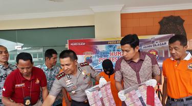 Kepala Desa di Cilacap membayar honor perangkat dengan uang palsu. (Foto: Liputan6.com/Polres Cilacap/Muhamad Ridlo)