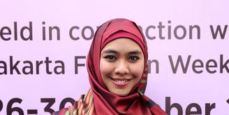 Sudah setengah tahun ini pesinetron Oki Setiana Dewi sibuk dengan bisnis barunya di bidang fesyen. Bisnis barunya ini ia bangun dengan merk OSD bertemakan Syar'I. (Andy Masela/Bintang.com)