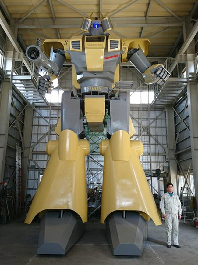 Nagumo dan robot ciptaannya/copyright odditycentral.com