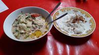 Sop kambing di Kedai Estu Rame jadi salah satu makanan yang banyak disukai masyarakat (Liputan6.com/Komarudin)