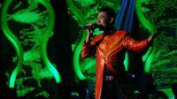 Goyang puting beliung Fikar D'Academy berhasil menghibur penonton dan para juri di atas panggung Konser Final, Senin (10/3/2014).