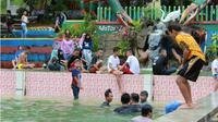 Menikmati Keindahan Alam Pemandian Puncak Meranti Gorontalo. (Liputan6.com/Arfandi Ibrahim)