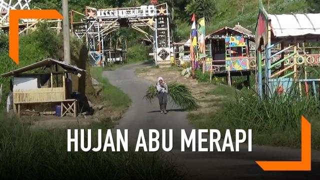 Hujan abu terjaadi di sekitar daerah Boyolali, Jawa Tengah. Abu berasal dari semburan lava pijar Gunung Merapi.