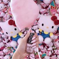 Cat kuku Hello Kitty bikin tampilan kuku yang manis dan menggemaskan di musim liburan (Foto: instagram/OPI)