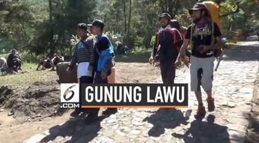 Cuaca dingin melanda Kawasan Wisata Cemoro Sewu di jalur pendakian Gunung Lawu, Kabupaten Magetan, Jawa Timur. Suhu di puncak Gunung Lawu diperkirakan mencapai minus 2 derajat celcius.