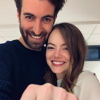 Emma Stone bertunangan dengan Dave McCary. (Instagram/davemccary)