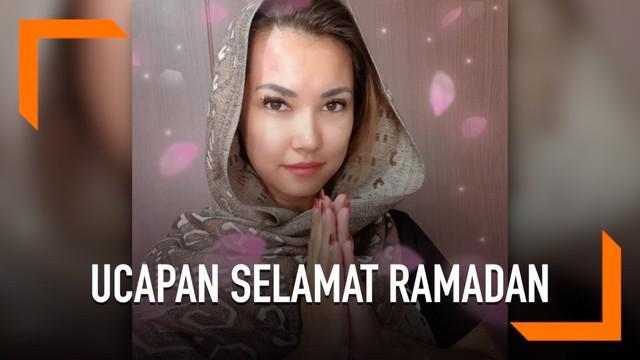 Lewat akun instagram, Maria Ozawa mengunggah foto dirinya dengan mengenakan kerudung. Tak hanya itu, ia juga mengucapkan selamat Ramadan untuk masyarakat Indonesia.