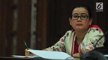 Pengacara Elza Syarief menuturkan Miryam S Haryani menangis ketika bertemu dengandirinya Maret 2017 lalu.