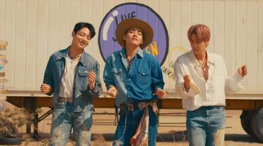 Jungkook, V (Taehyun), dan Jin BTS di MV Permission to Dance.