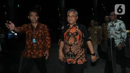 Ketua KPU Arief Budiman saat tiba di Gedung KPK, Jakarta, Rabu (8/1/2020). Kedatangan Arief Budiman untuk melakukan konfirmasi kabar OTT yang menjaring salah satu Komisioner KPU, Wahyu Setiawan. (merdeka.com/Dwi Narwoko)