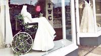 The White Collection, bridal shop di Portishead, Inggris memajang manekin dengan gaun pengantin yang duduk di kursi roda. (dok. Instagram @thewhitecollection/https://www.instagram.com/p/BsdqblahPVa/Putu Elmira)