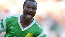 Klip momen klasik tentang Roger Milla striker Kamerun yang namanya meroket di Piala Dunia 1990, Italia dan pernah bermain di Liga Indonesia bersama Pelita Jaya (1994-95).