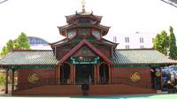 Meski kecil untuk ukuran masjid, namun bangunan Masjid Cheng Ho Surabaya menyimpan banyak rahasia.