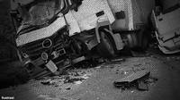 kecelakaan bus vs truk