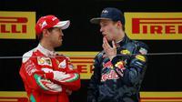 Sebastian Vettel dan Daniil Kvyat, beradu argumen di depan kamera televisi sesat sebelum penyerahan piala di podium F1 GP China.