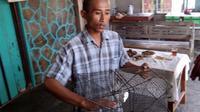 Tri Mulyadi ditetapkan sebagai tersangka lantaran dianggap menangkap kepiting di Muara Sungai Opak di bawah berat 200 gram. (Ridho Hidayat/JawaPos.com)