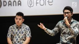 Lim Kusuma Senior Marketing Manager DANA (kanan) memberikan keterangan saat hadir dalam perscone Onic Esports di Jakarta, Selasa (6/7/2019). Kerjasama tersebut untuk terus mendorong Onic Esport berkembang terutama dalam pelatihan player. (Liputan6.com/Faizal Fanani)