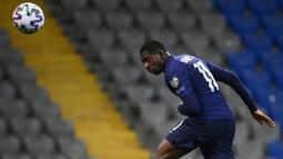Ousmane Dembele bisa saja pergi dari Barcelona dengan status bebas transfer jika kontraknya di 2022 tidak diperpanjang dan Blaugrana masih terganjal masalah finansial. Saat ini Dembele berbanderol 50 juta euro. (Foto: AFP/Franck Fife)