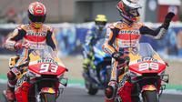Pembalap Repsol Honda, Marc Marquez, menilai Jorge Lorenzo tak layak mengeluh terhadap performa motor Honda RC213V. (AFP/Jorge Guerrero)