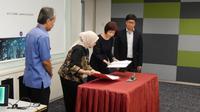 Penandatanganan joint venture PT Abhimata Citra Abadi dengan Kiwi Technology yang diwakili oleh Yuslinda Nasution Presdir Abimatha dan Lee Hsin-Hsin Chaiman Kiwi Technology. Liputan6.com/Agustin S. W.