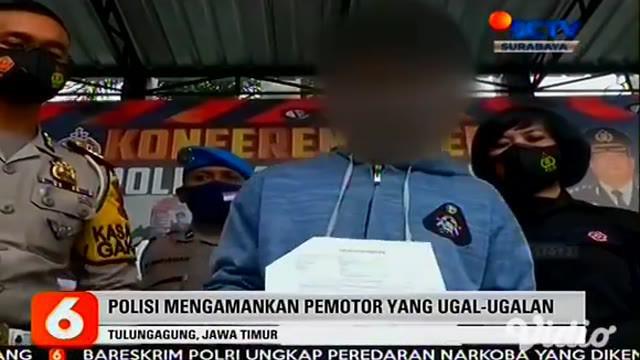 Rekaman video aksi ugal-ugalan, seorang pemotor di Tulungagung ini viral, di media sosial beberapa hari terakhir. pelaku mengendarai motor secara zig-zag dan membahayakan pengendara lain.