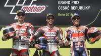 Pembalap Repsol Honda, Marc Marquez, masih menjadi memuncak klasemen sementara MotoGP 2018 diikuti Valentino Rossi dan Andrea Dovizioso. (AFP/Michal Cizek)
