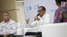 Sekjen Departemen perdagangan Karyanto Suprih memberi penjelasan saat menjadi pembicara dalam diskusi di Jakarta, Senin (13/5). Diskusi tersebut bertemakan 'Pengendalian bahan pangan'. (Liputan6.com/Faizal Fanani)