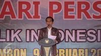 Presiden Joko Widodo (Jokowi) memberikan sambutan pada acara puncak Hari Pers Nasional (HPN) 2017 di Ambon, Maluku, Kamis (9/2). Pada acara puncak HPN ini ditandai dengan pemukulan tifa oleh Presiden Jokowi. (Liputan6.com/Faizal Fanani)