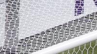 Para pemain Belanda tampak kecewa usai gawangnya dijebol pemain Repulik Ceska, Tomas Holes, pada laga babak 16 besar Euro 2020 di Ferenc Puskás Stadium, Budapest, Senin (28/6/2021). (AP/Laszlo Balogh, Pool)
