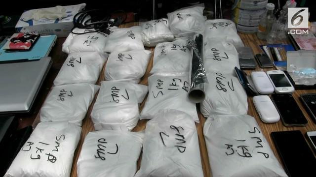 Polres Metro Jakarta Barat dan Polsek Cengkareng menyita 18 Kg bahan pembuatan narkoba dalam penggerebekan di Kampung Ambon