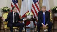 Presiden Donald Trump dan Emmanuel Macron di NATO Summit 2019. Dok: AP