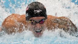 Caeleb Dressel, perenang Amerika Serikat berusia 24 tahun ini sukses meraup 5 medali emas dari nomor jarak pendek spesialisasinya, gaya bebas dan gaya kupu-kupu. Tiga medali emas diraihnya di nomor individu dan dua lainnya dari nomor beregu. (Foto: AP/Gregory Bull)
