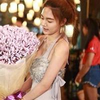 Seorang cewek di Thailand memberi surprise ulang tahun yang tak biasa buat pacarnya.
