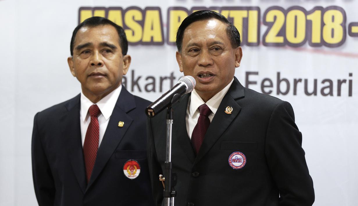 Ketua Umum Pengurus Pusat PBVSI, Imam Sudjarwo, saat pengukuhan dan pelantikan di Gedung KONI, Jakarta, Kamis (28/2). Imam Sudjarwo terpilih kembali sebagai ketua untuk periode 2018-2022. (Bola.com/Yoppy Renato)