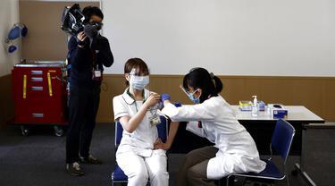 FOTO: Jepang Mulai Vaksinasi Virus Corona COVID-19