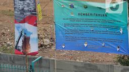 Spanduk pemberitahuan untuk PKL terlihat di trotoar Jalan Stasiun Senen, Pasar Senen, Jakarta, Rabu (11/12/2019). Pemkot Jakarta Pusat mengerahkan sekitar 500 petugas tim gabungan untuk menjaga kawasan tersebut agar pedagang kaki lima (PKL) tidak kembali berjualan. (Liputan6.com/Faizal Fanani)