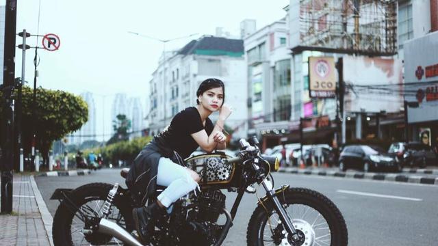 Modifikasi Mega Pro Cafe Racer Pilihan Lady Biker  (ist)