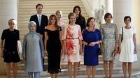 Sesi Foto Pasangan Pemimpin NATO, diikuti oleh pasangan sejenis PM Luxembourg (Foto/AFP)