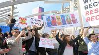 Para karyawan Google menunjukkan solidaritas terhadap imigran, pengungsi, muslim dan sesama para karyawan Google di dunia di kantor pusat Google (Foto: @lifeatgoogle)