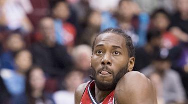 Kawhi Leonard melakoni debut bersama Toronto Raptors