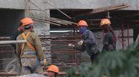 BPS mencatat adanya kenaikan upah nominal harian buruh bangunan nasional pada Desember 2015  sebesar 0,7 % dibandingkan upah November 2015 yaitu dari Rp80.946 menjadi Rp81.002 perhari, Jakarta, Jumat (15/1/2016). (Liputan6.com/Angga Yuniar)