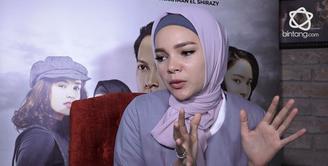 Ini cerita Dewi Sandra saat diasingkan di dalam penjara Palestina dan menjadi tawanan perang.