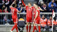 Bayern Munchen selangkah lagi menyegel gelar Bundesliga 2017-2018 setelah pesta gol ke gawang Borussia Dortmund. (AP/Matthias Schrader)