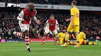 Gol Alexandre Lacazette pada injury time menyelamatkan Arsenal dari kekalahan kontra Crystal Palace dalam laga pekan kedelapan Premier League di Stadion Emirates, Selasa (19/10/2021) dini hari WIB. Arsenal bermain imbang 2-2 kontra Palace. (AFP/Glyn Kirk)