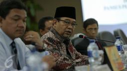 Ketua BPK RI Harry Azhar Aziz saat menerima kunjungan pansus angket Pelindo II DPR RI di ruang rapat Gedung BPK, Jakarta, Senin (16/11). Pansus DPR RI meminta BPK mengaudit investigasi Pelindo II. (Liputan6.com/Faizal Fanani)