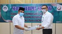 Menag Fachrul Razi Serahkan Gedung Asrama Haji untuk Ruang Isolasi Pasien Covid-19. (Humas Kemenag)