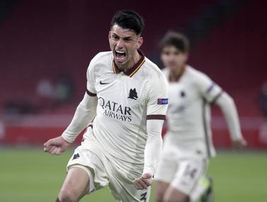 FOTO: AS Roma Comeback, Hempaskan Ajax Amsterdam 2-1 - Roger Ibanez